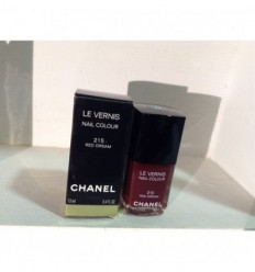 CHANEL laca de uñas nº 215 Red Dream.